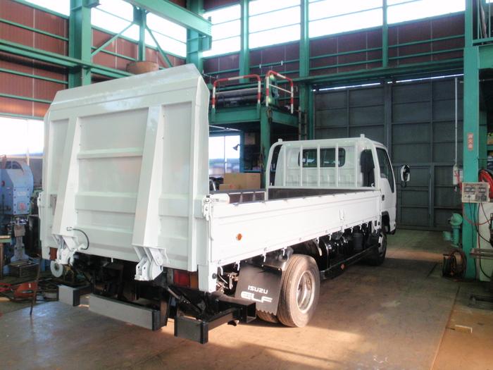 只今トラックの幌、製作中_a0210112_19342020.jpg