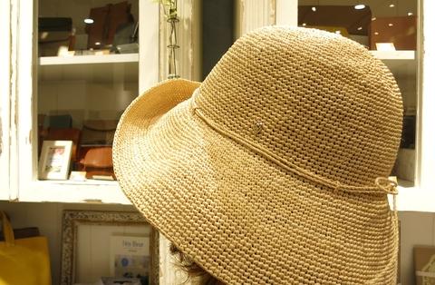 暑い日には、ヘレンカミンスキーのラフィアハットで・・・_c0227633_1144191.jpg