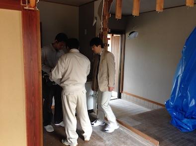 2世帯住宅への増築工事_e0030180_16421755.jpg