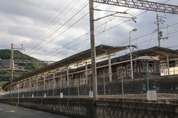 阪急 箕面駅 朝の梅田直通_d0202264_22215265.jpg