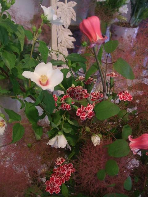 オークリーフ花の教室(赤地さんと宮原さんの作品)_f0049672_1714434.jpg