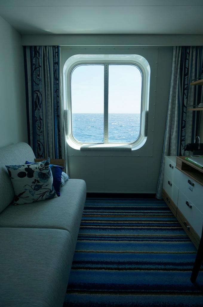船上のコンサート。_c0180686_19015221.jpg