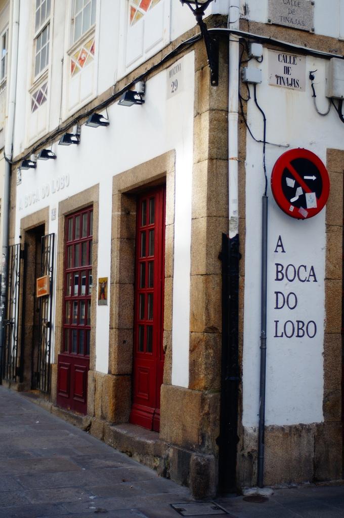 スペインの港町コルナ。_c0180686_23343906.jpg