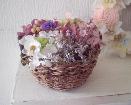 10種のお花のジュート籠アレンジとホワイトリース_c0207719_11434481.jpg