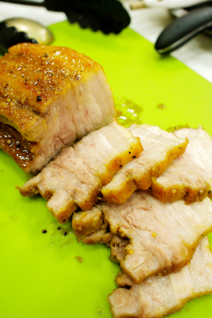 豚バラの照り焼きエスニック丼。_c0175022_8124096.jpg
