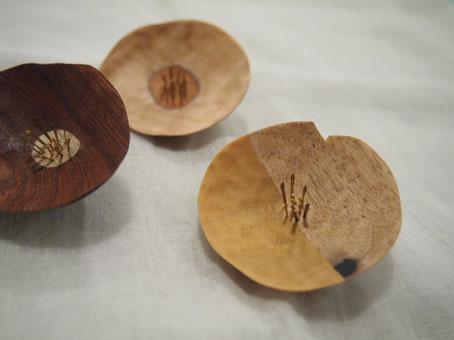 宮内知子さんの合わせ木細工ブローチ、おはなとおじさん_b0322280_18502949.jpg