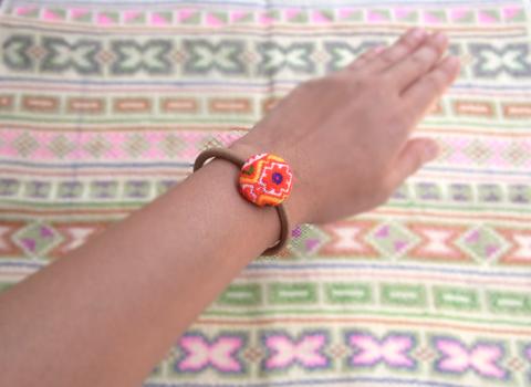 刺繍古布くるみボタンのヘアゴム_d0156336_23571645.jpg