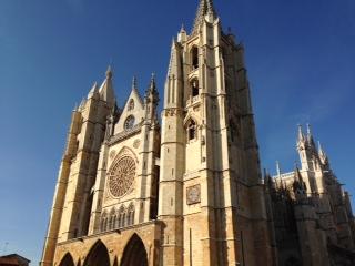 レオンの大聖堂_f0019247_5343015.jpg