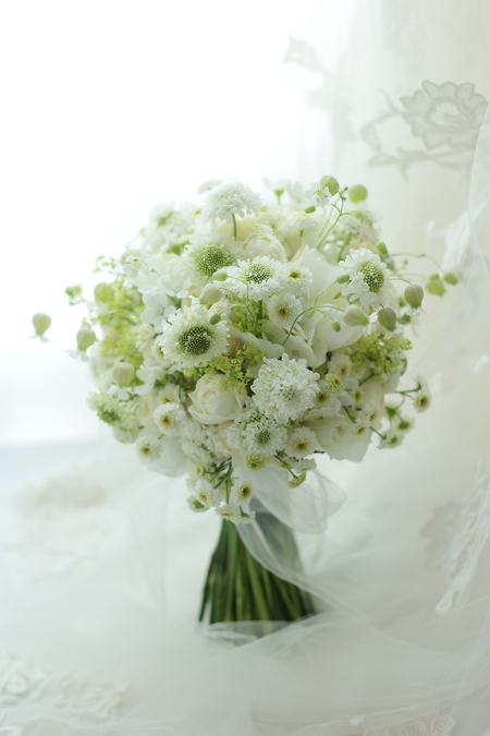 クラッチブーケ パレスホテル東京さまへ 白の小花だけで_a0042928_22385292.jpg