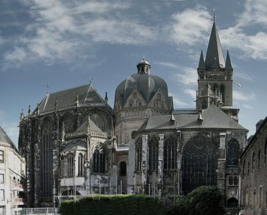 世界遺産第1号に登録された大聖堂の世界で最も美しい贅沢で崇高、荘厳 ...