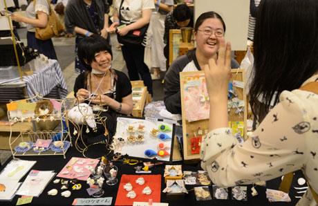 名古屋総合デザイン専門学校在校生がクリエーターズマーケット30に出店してます._b0110019_664382.jpg
