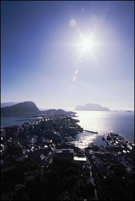 夏至の日に<巴里の夏至>と<北欧ノールキャップの沈まぬ太陽>を思いだしています_a0031363_2443340.jpg