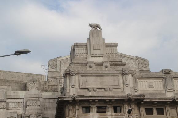 SKY140620 ムッソリーニ時代の建築を代表するミラノ中央駅_d0288367_1345247.jpg