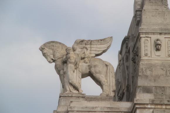 SKY140620 ムッソリーニ時代の建築を代表するミラノ中央駅_d0288367_13562917.jpg