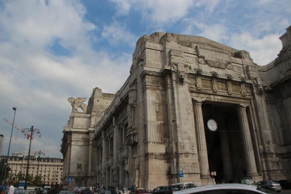 SKY140620 ムッソリーニ時代の建築を代表するミラノ中央駅_d0288367_1356410.jpg