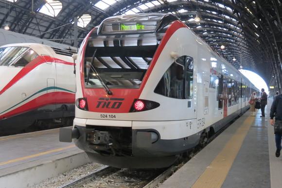 SKY140622 どっしりとした列車や斬新な電車_d0288367_1515206.jpg
