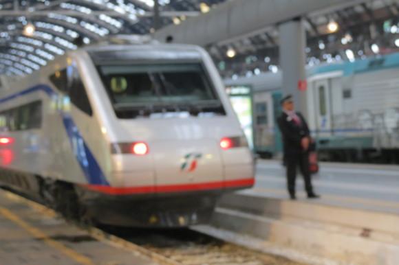 SKY140622 どっしりとした列車や斬新な電車_d0288367_15163846.jpg
