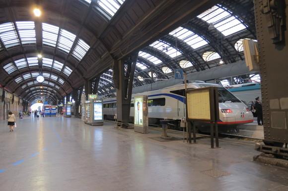 SKY140622 どっしりとした列車や斬新な電車_d0288367_15173972.jpg