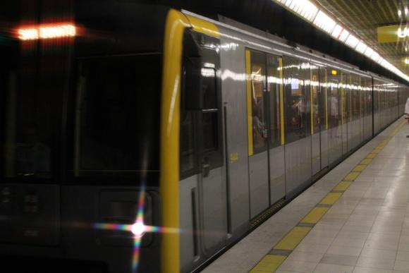 SKY140624 観光に回るには、地下鉄一日乗車券を4.5ユーロにて購入_d0288367_15372253.jpg