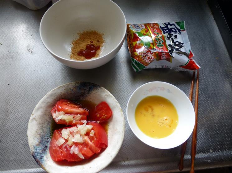 サッポロ一番トマトとバジルで仕上げた塩ラーメン_c0118393_17573544.jpg