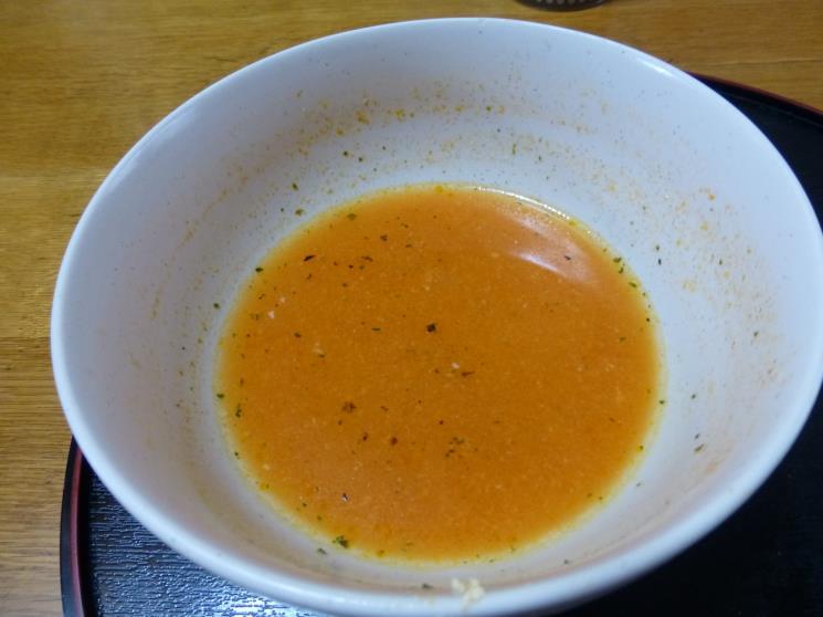 サッポロ一番トマトとバジルで仕上げた塩ラーメン_c0118393_18165638.jpg