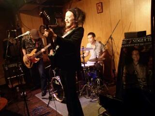昨晩5周年記念ライブ at PENGUIN HOUSE_e0246711_1933314.jpg