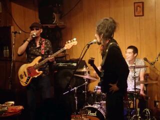 昨晩5周年記念ライブ at PENGUIN HOUSE_e0246711_1933342.jpg