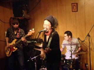 昨晩5周年記念ライブ at PENGUIN HOUSE_e0246711_1933356.jpg