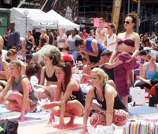 タイムズ・スクエアで野外ヨガ Summer Solstice 2014_b0007805_3204.jpg