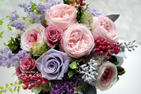 淡いピンクローズとライラック色のアレンジ_a0136507_21041763.jpg