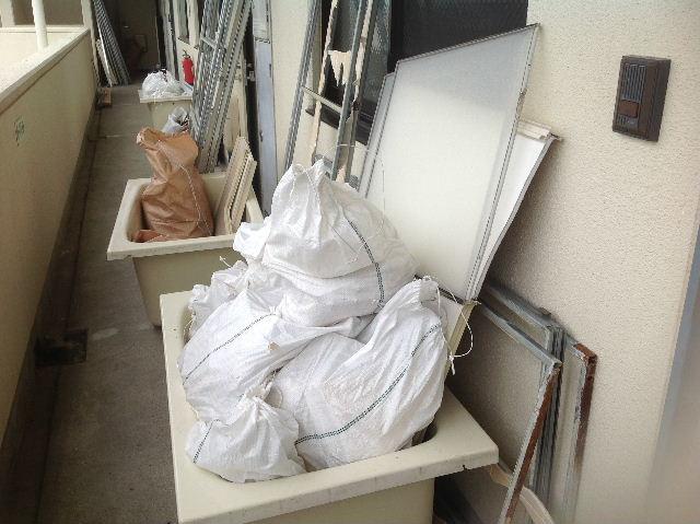 ユニットバス解体  3部屋一日で終了 (^-^;_f0031037_19421842.jpg