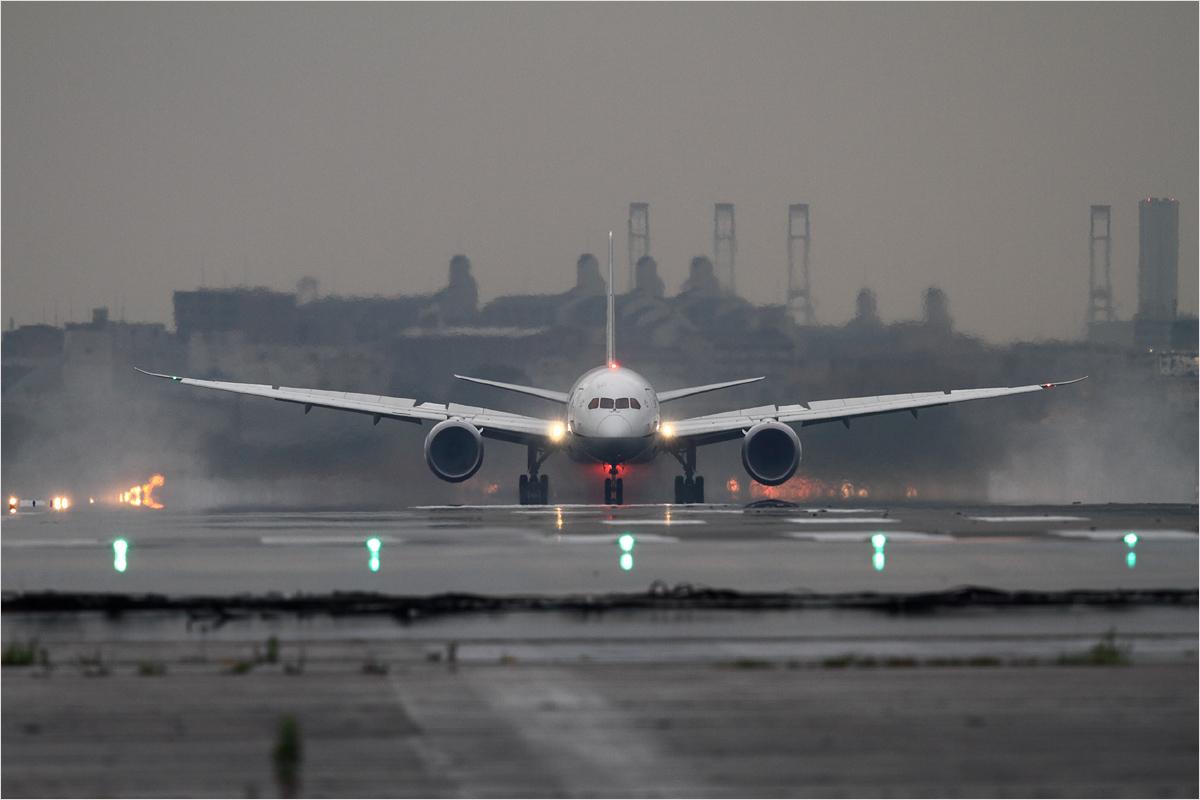 雨上がり - 福岡空港_c0308259_04762.jpg