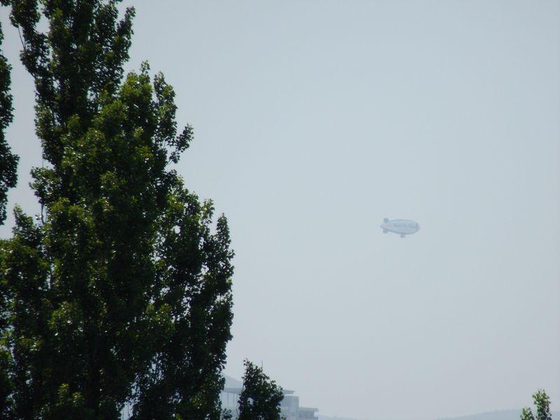 飛行船を見てアドバルーンを回顧する_c0025115_19205068.jpg