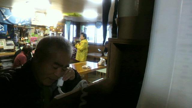 昨朝 NHKラジオで お話しした 2代目でした。年に4回から5回 ヒュッテの公衆電話からお話ししています。昨日は 早朝にもかかわらずお客さんが後ろで聞いて下さってました。_c0089831_9241070.jpg