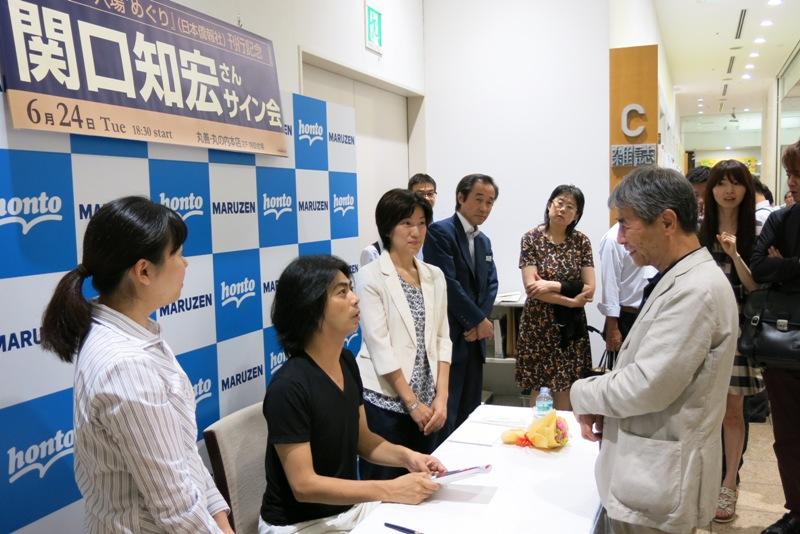 関口知宏さんサイン会丸善で開催。日本著名演员签名售书推荐中国名胜古迹_d0027795_1301942.jpg