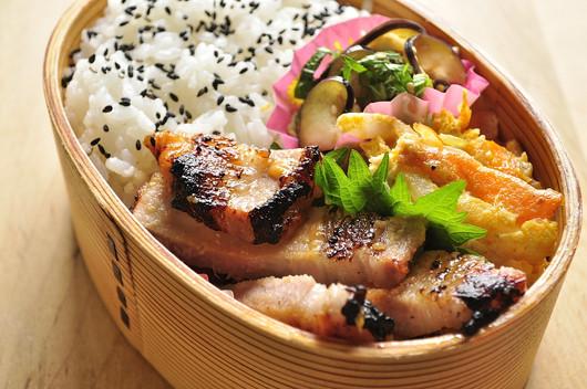 豚ロースの味噌漬け弁当_b0171098_8222969.jpg