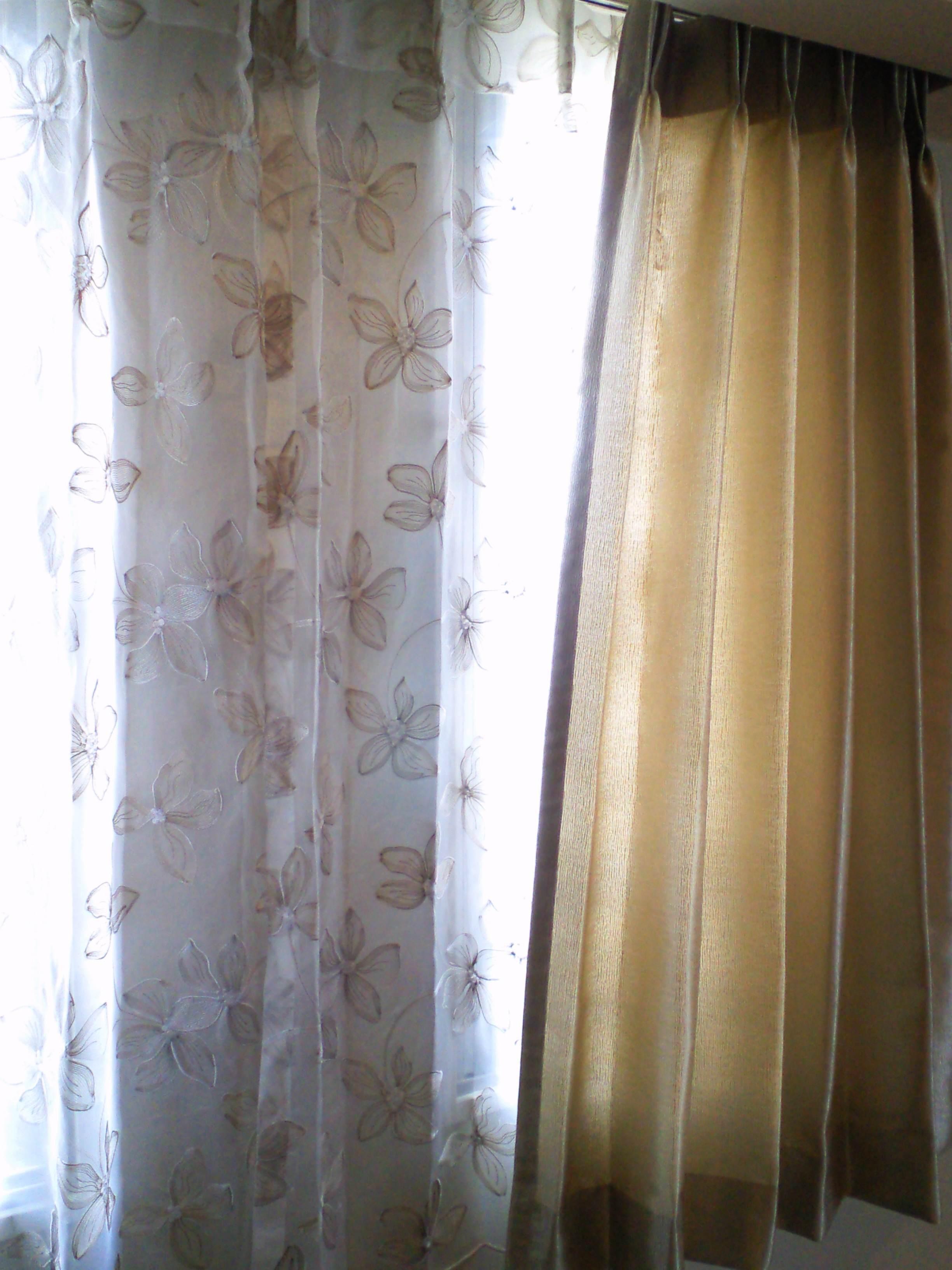 マンションの窓にフジエのカーテン_c0157866_18362652.jpg