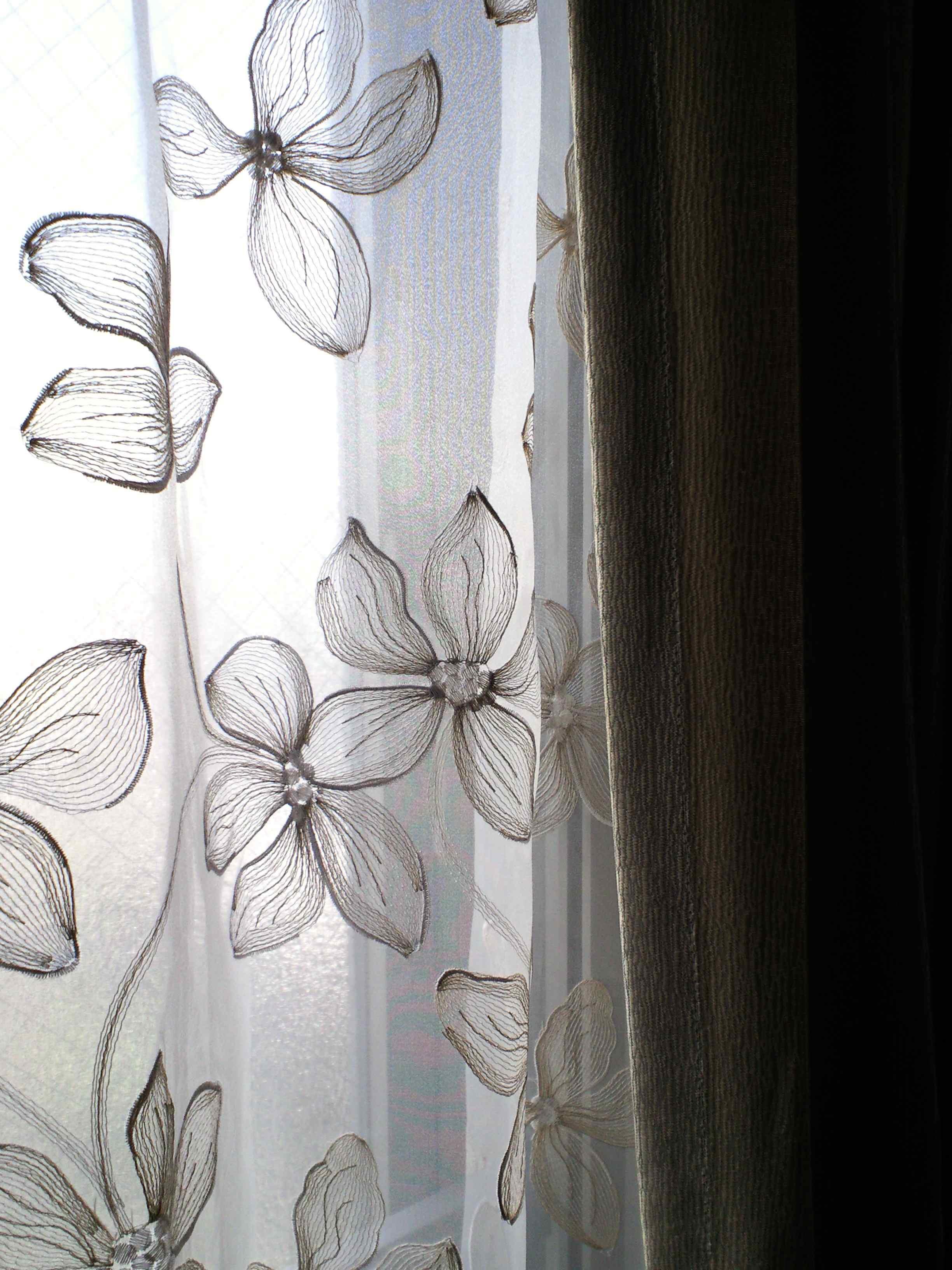 マンションの窓にフジエのカーテン_c0157866_18363848.jpg
