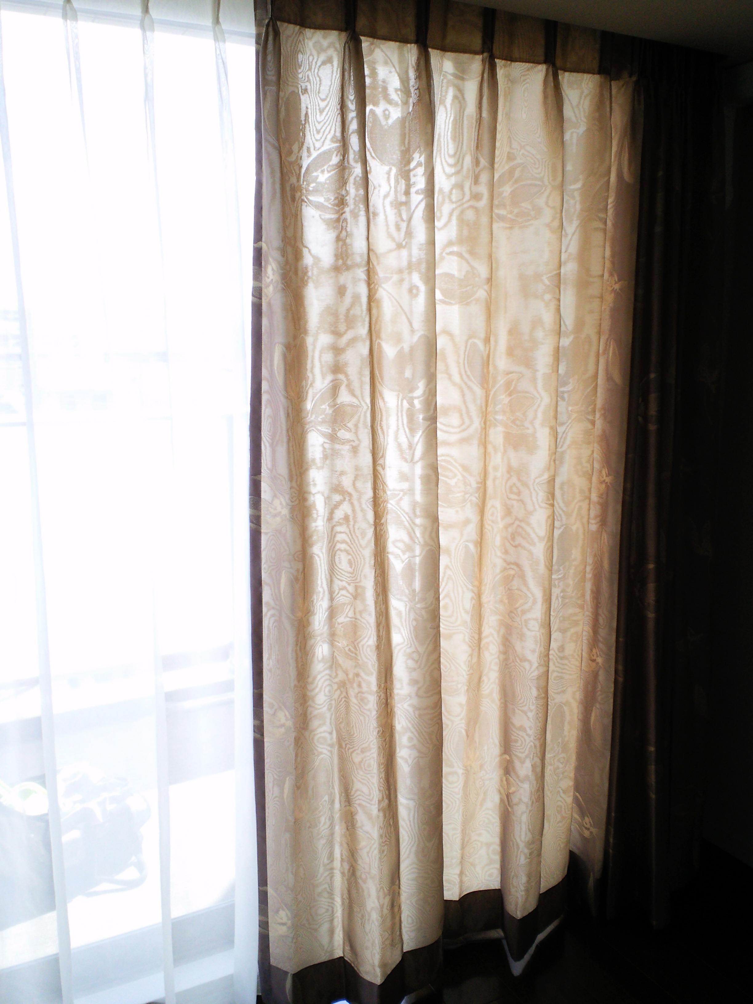 マンションの窓にフジエのカーテン_c0157866_18365377.jpg