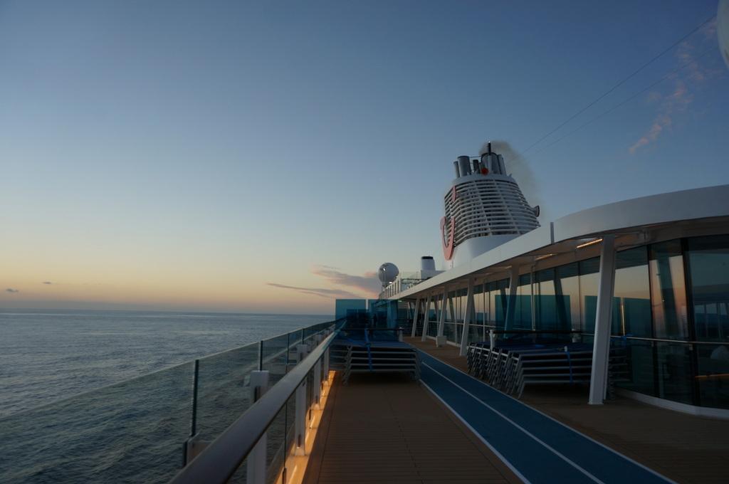 リスボンの夜明け、そして日没。_c0180686_01444515.jpg