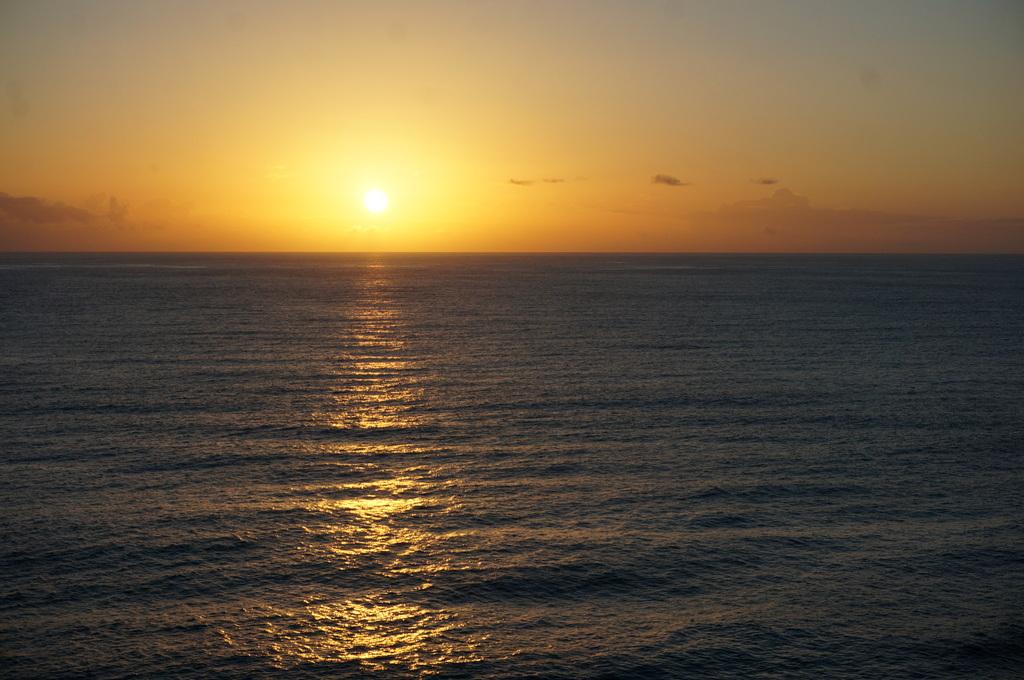 リスボンの夜明け、そして日没。_c0180686_01452966.jpg