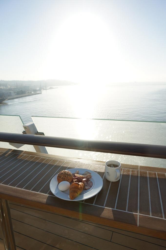 リスボンの夜明け、そして日没。_c0180686_01475222.jpg