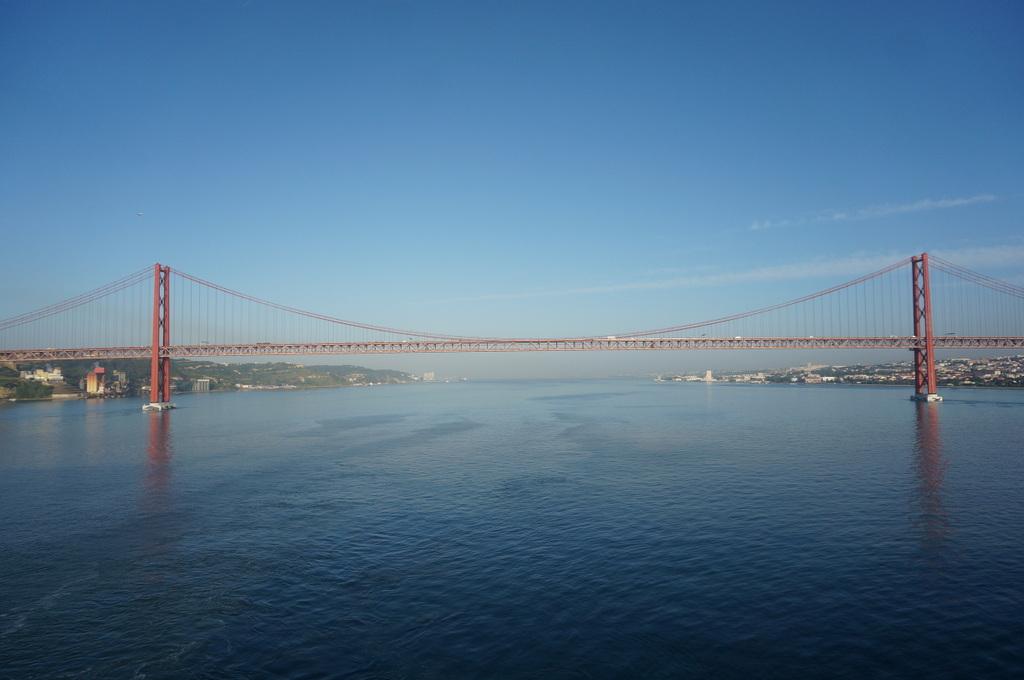 リスボンの夜明け、そして日没。_c0180686_01483409.jpg