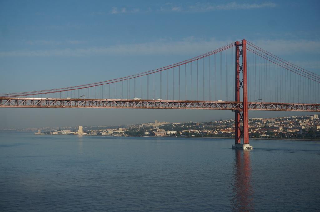 リスボンの夜明け、そして日没。_c0180686_01485281.jpg