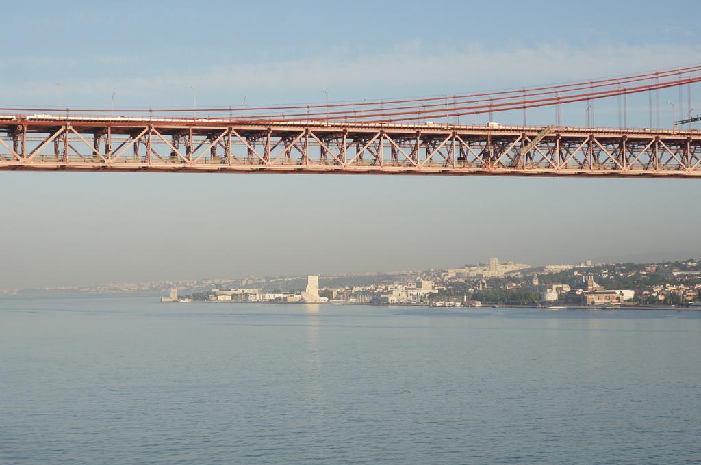 リスボンの夜明け、そして日没。_c0180686_01504429.jpg