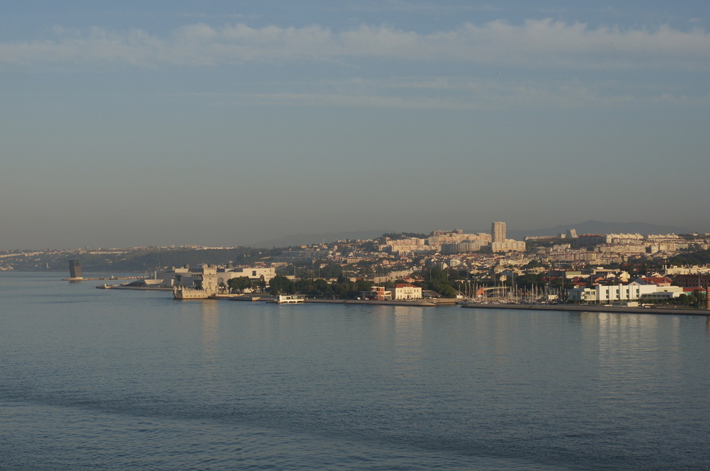 リスボンの夜明け、そして日没。_c0180686_01570752.jpg