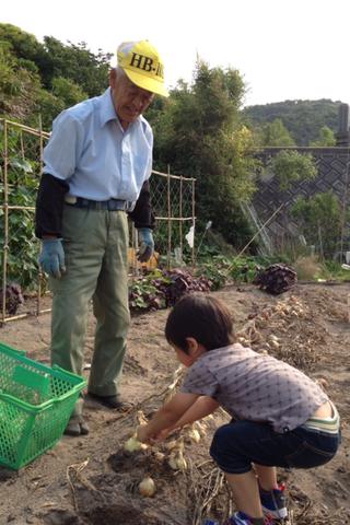 春樹のお手伝いは食材の収穫作業_f0009169_7562971.png