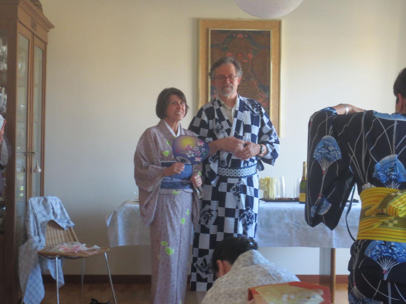 イタリア人も興味あるある〜〜!!日本文化お家フェスター着物を着る編_c0179785_15482820.jpg