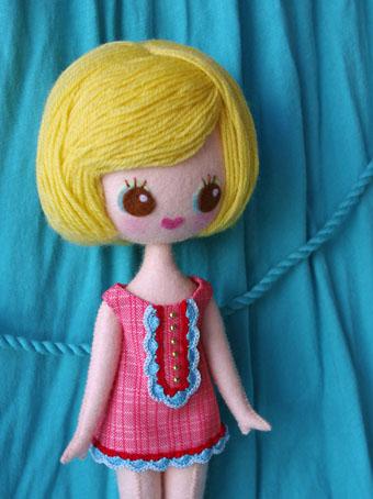 お人形やドレスセットの詳細♪_e0147421_4575610.jpg
