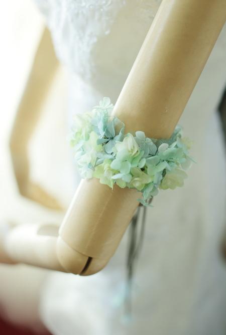 花嫁の花のアクセサリ アームレット プリザーブドで_a0042928_22124778.jpg